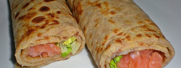 Crepes of gofio stuffed with salmon